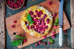 Raspberry pie with quark filling