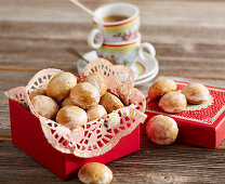 Peppernuts as a gift in a red box