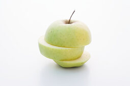 A Delicious apple, sliced