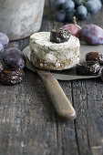 Blue cheese with dried plums