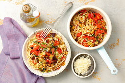 Spaghetti with aubergine and tomatoes