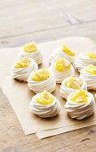 Limoncello meringues