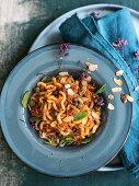 Fusilli lunghi bucati con il pesto di pomodori secchi (pasta with tomato pesto, Italy)