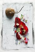 Food-Art: Rote-Bete-Carpaccio mit Feta und Thymian