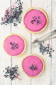 Small cheesecakes filled with cream cheese and elderberries