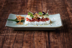 Tuna tartare on sushi rice with wasabi and soya foam and fried shallots