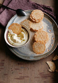 Lemon biscuits with ginger cream