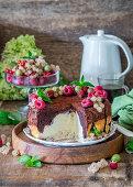 Chocolate quark cake with berries