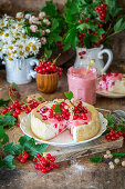 Cheesecake with red and white currants