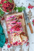 Sliced bread with redcurrants