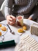 Almond and cardamom cakes and a bi-coloured marocchino coffee