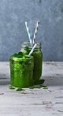 Green tea and kiwi sipper