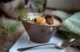 Artichoke soup with sherry and scallops
