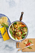 Chow mein with beef and vegetables