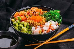 A poke bowl with salmon, surimi, edamame and algae (Asia)