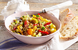 Spelt sprout salad with peppers, tomatoes and vinaigrette