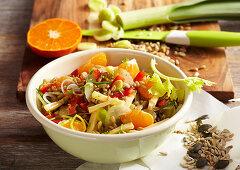 Fruity spelt salad with vegetables, mandarin segments, gouda, lemon vinaigrette and seeds