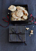 Cinnamon and almond biscuits