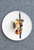 Zahnbrasse mit Artischocke, Aubergine, Blumenkohl und zwei Gemüsecremes