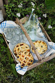 Chicken and spinach tarts for a picnic