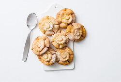 Crunchy pastry flowers
