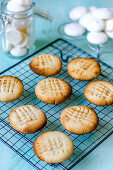 Cookies from aquafaba