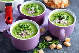 Potato and spinach cream soup