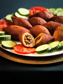 Stuffed kofte with tomatoes and sliced cucumber