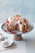 Sponge cake with red fruit and cream