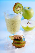 Apple and ginger smoothies with kiwi and cucumber