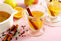 Hot apple must with oranges, lemon, cloves, cinnamon and allspice