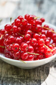 Redcurrants in a white bowl