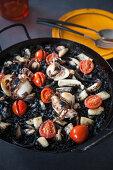 Arròz Negre - Black paella