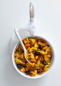 Chicken pan with sweet potatoes and dried fruits