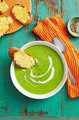 Pea soup with cheesy toast