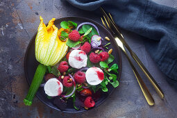 Lamb's lettuce with raspberries, courgette flowers and goat's cheese