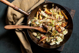 Fried white cabbage and onions with apple