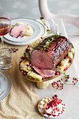 Roastbeef mit Granatapfelglasur und gratinierten Cardi
