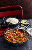 Goan prawn curry with pea pods (India)