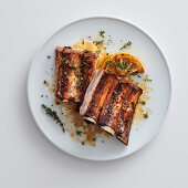 Pork ribs with lemon, mustard and thyme