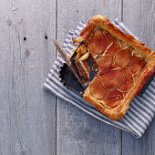 Pear tart with filo pastry