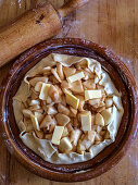Unbaked apple pie with knobs of butter