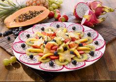 Carpaccio mit Pitahaya und exotischem Fruchtsalat