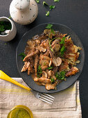 Zürcher Geschnetzeltes (Swiss dish from Zurich consisting of chopped veal, mushrooms and cream)