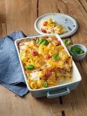 Pasta bake with tomatoes, bacon and basil