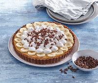 Cake with caramel and bananas
