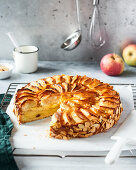 Apple pie with almonds