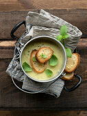 Zucchini cream soup with toasted bread