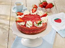 Crunchy strawberry ice cream cake