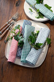 Autumn table setting with ivy branches and checkered napkins